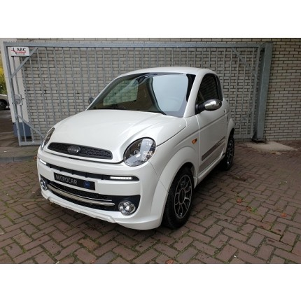 Microcar Due Premium Parelmoer wit