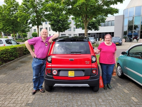 Aflevering Microcar MGo 6 X rood